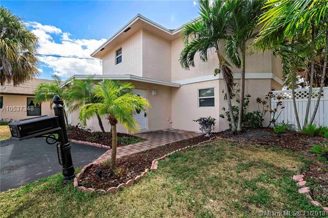 1618 NE 34th Ct, Oakland Park, FL 33334 (MLS #A10537348) :: Miami Villa Team