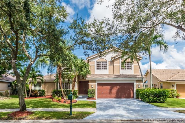 971 Lakewood Ct, Weston, FL 33326 (MLS #A10541027) :: Green Realty Properties