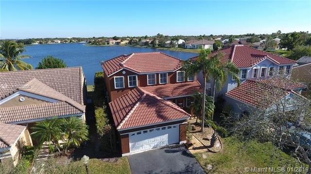 961 Falling Water Rd, Weston, FL 33326 (MLS #A10558655) :: Grove Properties