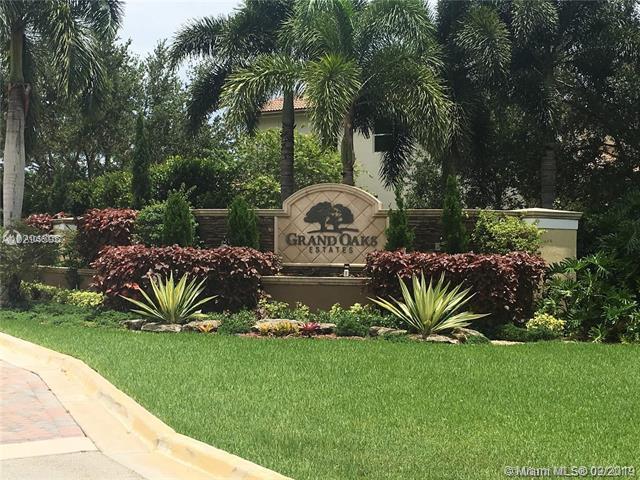 12882 N Grand Oaks Dr, Davie, FL 33330 (MLS #A10560032) :: GK Realty Group LLC