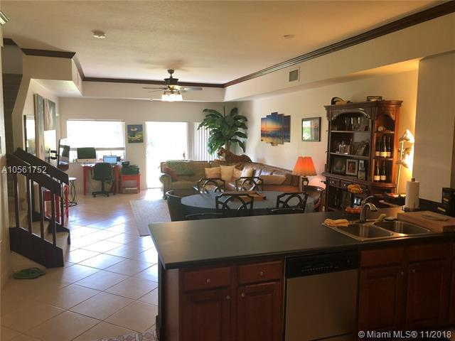 3340 Palomino Dr 213-2, Davie, FL 33024 (MLS #A10561752) :: The Riley Smith Group