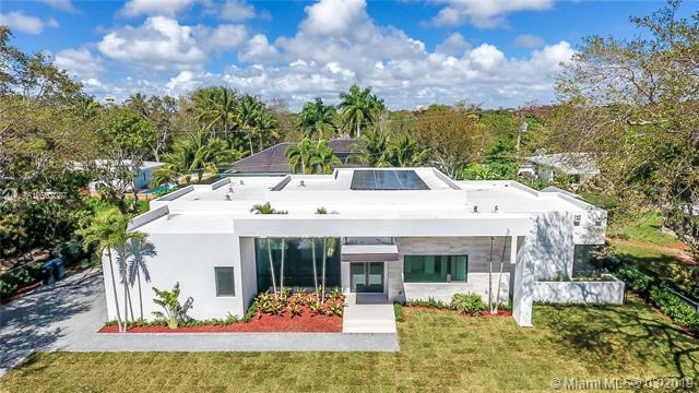 5761 SW 82 Street, South Miami, FL 33143 (MLS #A10567087) :: The Rose Harris Group