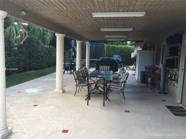 14310 SW 68th St, Miami, FL 33183 (MLS #A10569949) :: Green Realty Properties