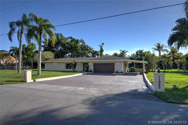 11980 NW 4th Court, Plantation, FL 33325 (MLS #A10578532) :: Grove Properties