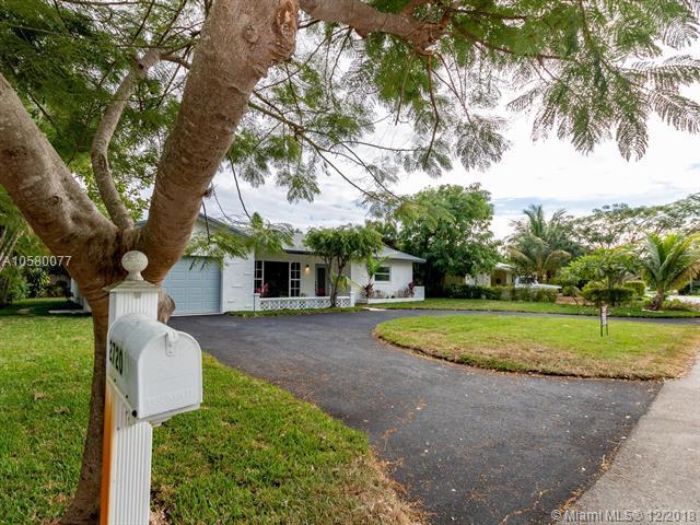 2720 NE 25th Ter, Boca Raton, FL 33431 (MLS #A10580077) :: Green Realty Properties
