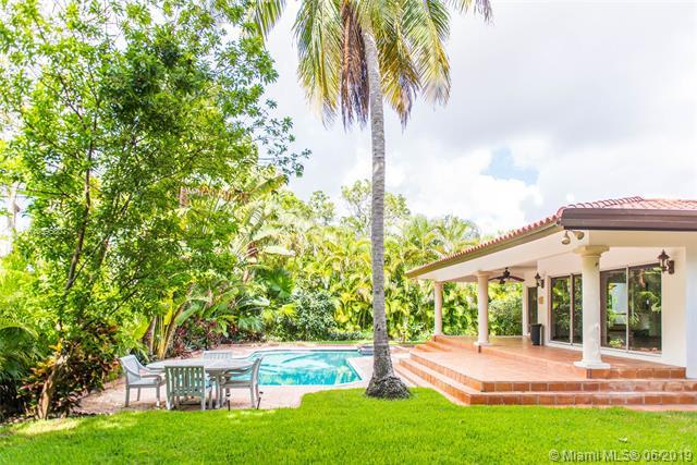 924 Catalonia Ave, Coral Gables, FL 33134 (MLS #A10595607) :: The Jack Coden Group