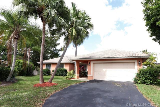 9761 NW 51st St, Coral Springs, FL 33076 (MLS #A10626217) :: The Teri Arbogast Team at Keller Williams Partners SW