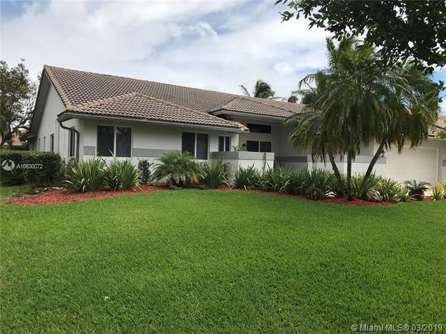 243 NW 121st Ter, Coral Springs, FL 33071 (MLS #A10630072) :: The Paiz Group