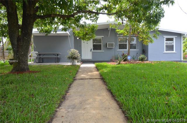 1300 NE 42nd St, Pompano Beach, FL 33064 (MLS #A10638814) :: The Paiz Group