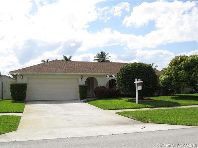 327 NW 41st Way, Deerfield Beach, FL 33442 (MLS #A10645591) :: The Kurz Team
