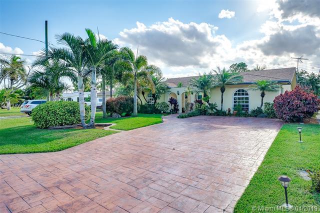 4617 SW 35th Ave, Dania Beach, FL 33312 (MLS #A10647587) :: The Paiz Group