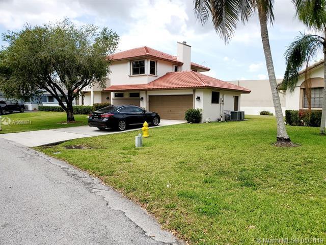 6511 Ridgelock Ct, Davie, FL 33331 (MLS #A10663071) :: The Rose Harris Group