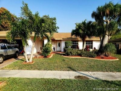 6510 NW 89th Ave, Tamarac, FL 33321 (MLS #A10663772) :: Green Realty Properties