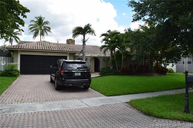 1083 NW 97th Ave, Plantation, FL 33322 (MLS #A10666619) :: Green Realty Properties