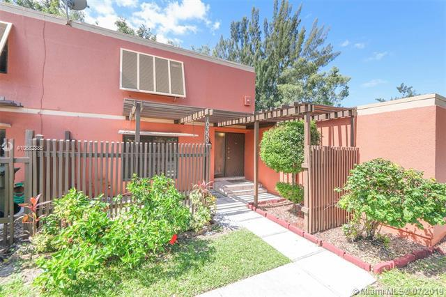 10390 Fairway Rd, Pembroke Pines, FL 33026 (MLS #A10682385) :: RE/MAX Presidential Real Estate Group