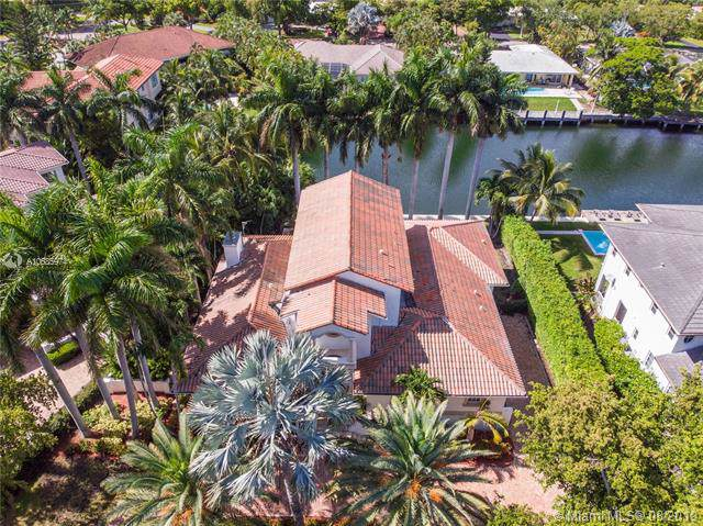 1541 Agua Ave, Coral Gables, FL 33156 (MLS #A10685974) :: The Adrian Foley Group