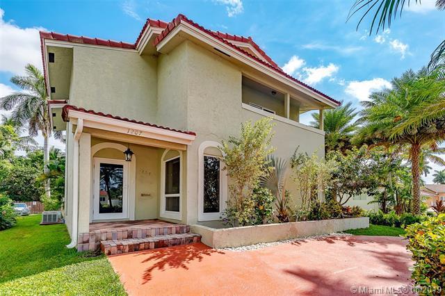 1207 Hollywood Blvd, Hollywood, FL 33019 (MLS #A10687824) :: Green Realty Properties