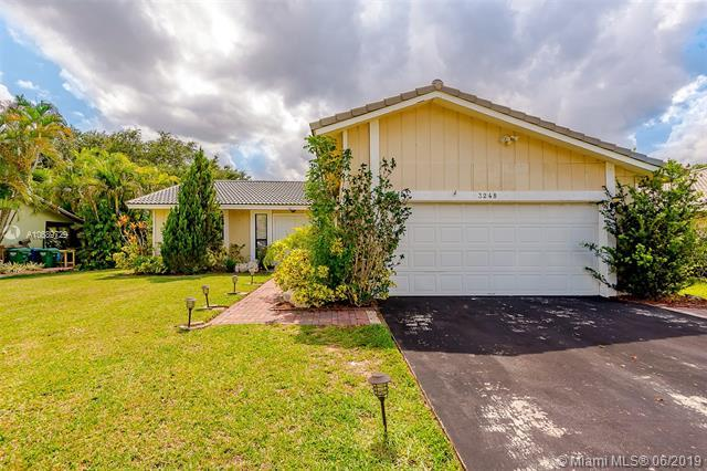 3248 NW 122nd Ave, Coral Springs, FL 33065 (MLS #A10689729) :: United Realty Group