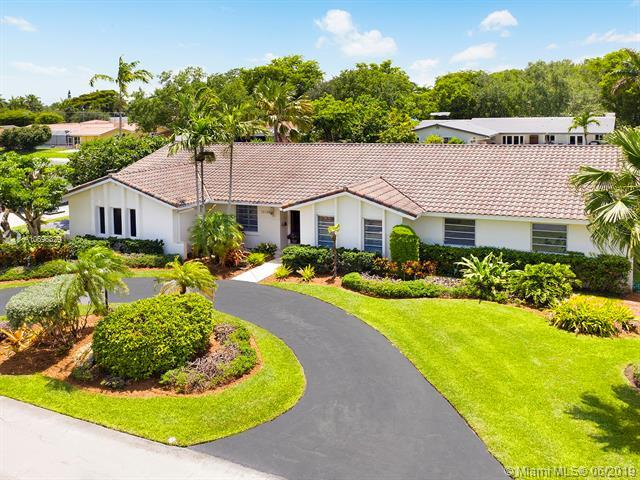 12120 SW 70th Ct, Pinecrest, FL 33156 (MLS #A10696829) :: The Teri Arbogast Team at Keller Williams Partners SW