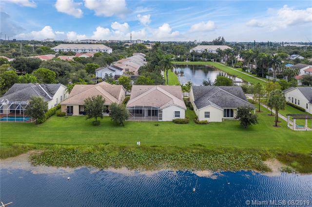 6904 S Lakeside Cir S, Davie, FL 33314 (MLS #A10712896) :: The Paiz Group