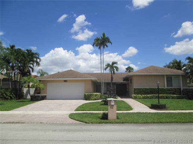 11829 SW 95th St, Miami, FL 33186 (MLS #A10714734) :: Berkshire Hathaway HomeServices EWM Realty