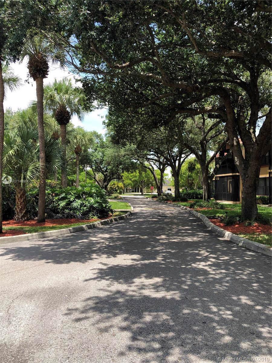 15405 Miami Lakeway N - Photo 1