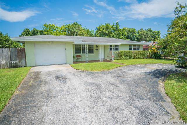 216 NW 44th Ave, Plantation, FL 33317 (MLS #A10720370) :: Ray De Leon with One Sotheby's International Realty