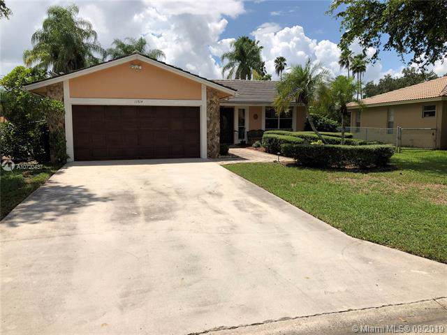 11514 NW 39th Pl, Coral Springs, FL 33065 (MLS #A10720437) :: Ray De Leon with One Sotheby's International Realty