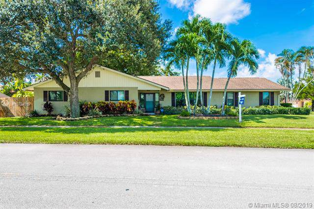 5800 SW 87th Way, Cooper City, FL 33328 (MLS #A10724019) :: RE/MAX Presidential Real Estate Group