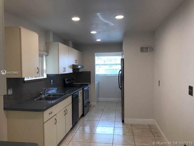 1340 W 32nd St, Hialeah, FL 33012 (MLS #A10726502) :: Berkshire Hathaway HomeServices EWM Realty