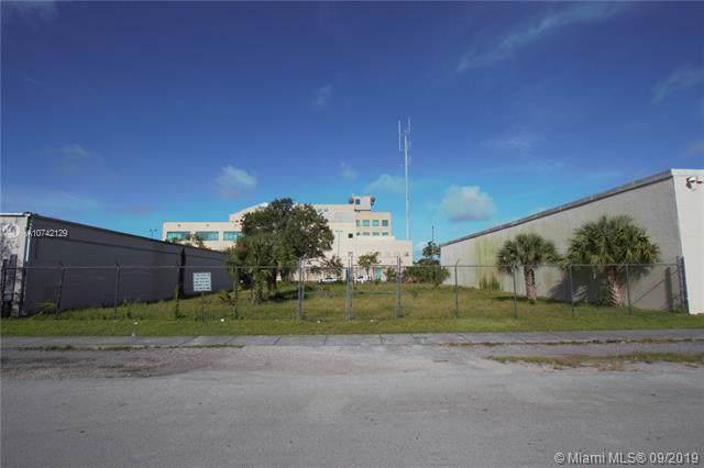 123 NW 25th Terr, Fort Lauderdale, FL 33311 (MLS #A10742129) :: The Kurz Team