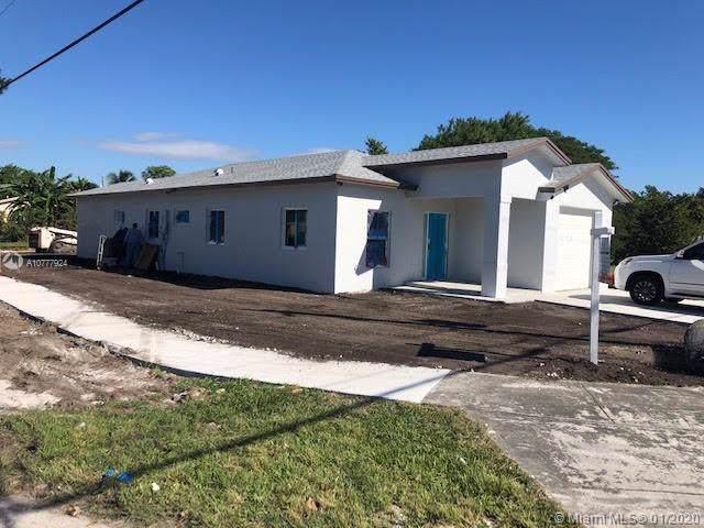 12199 SW 220 St, Miami, FL 33170 (MLS #A10777924) :: Lucido Global