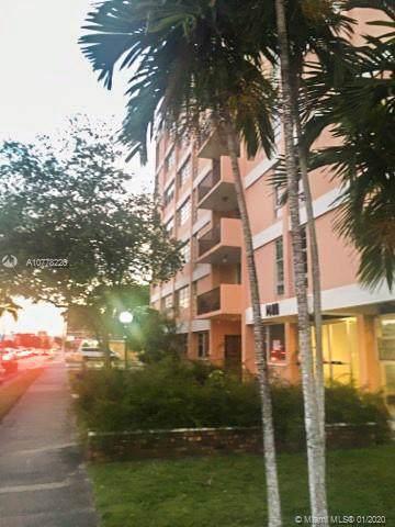 1400 SW 27th Ave #101, Miami, FL 33145 (MLS #A10778226) :: Berkshire Hathaway HomeServices EWM Realty