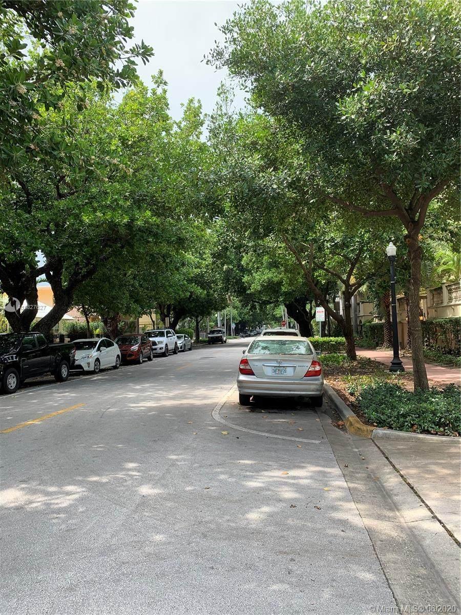 221 Meridian Ave - Photo 1