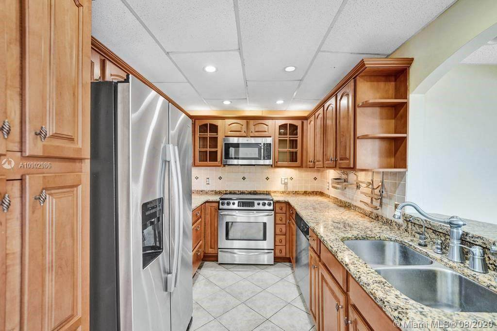 400 Kings Point Dr - Photo 1