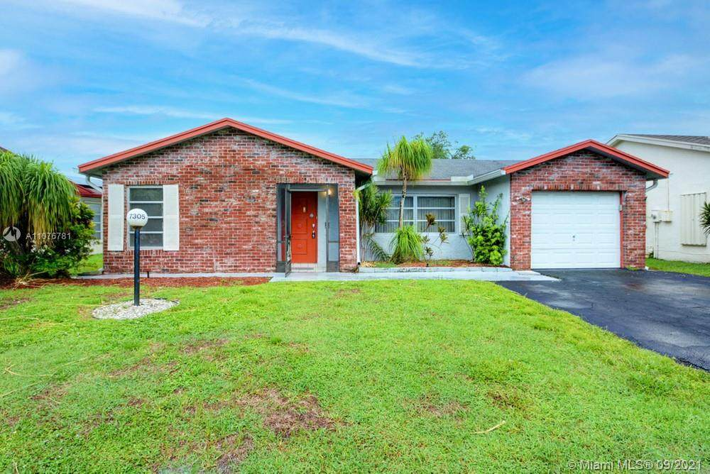 7305 Pine Forest Circle - Photo 1