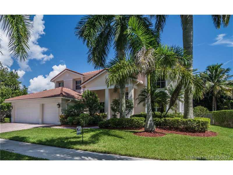 1633 Victoria Pointe Ln, Weston, FL 33327 (MLS #A10153132) :: United Realty Group