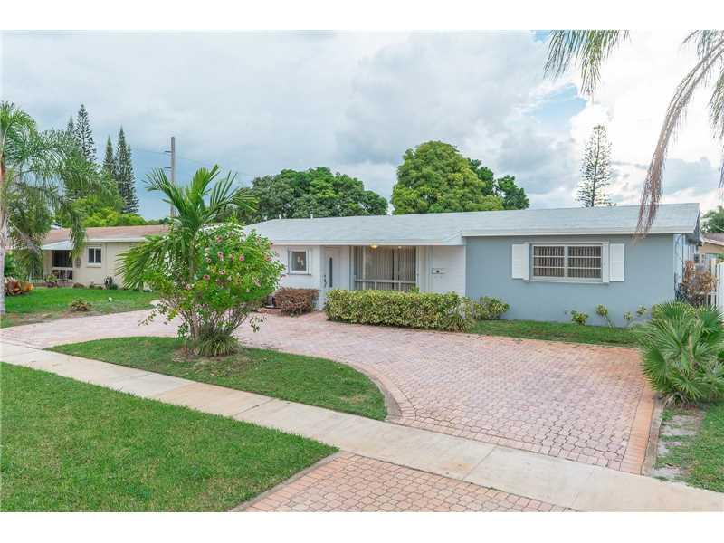 5501 Pierce St, Hollywood, FL 33021 (MLS #A10152718) :: United Realty Group