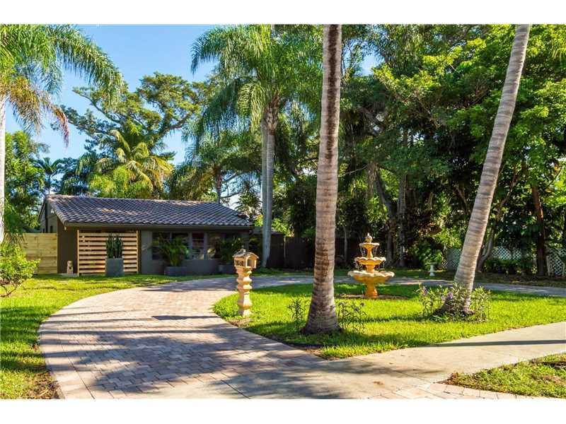 2063 NE 182nd St, North Miami Beach, FL 33162 (MLS #A10153671) :: United Realty Group