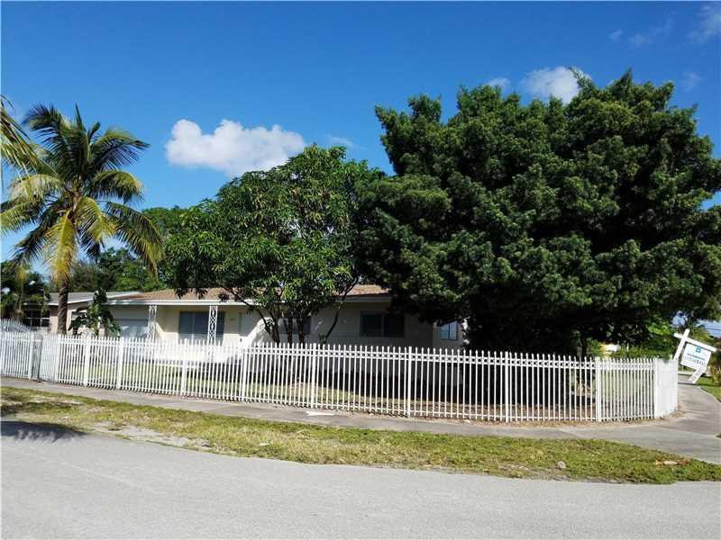 17805 NE 7th Ct, Miami, FL 33162 (MLS #A10155281) :: United Realty Group