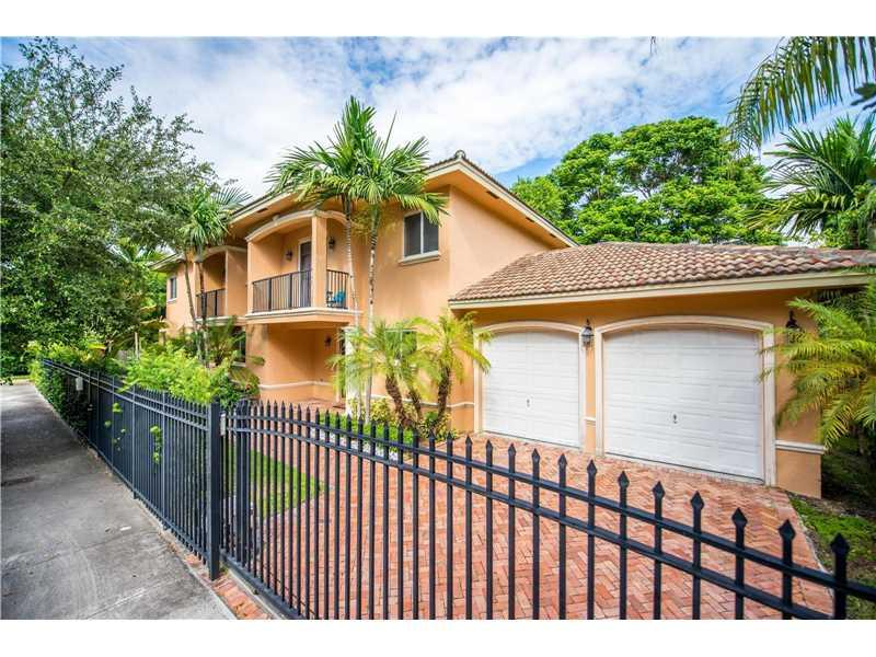 2301 Tigertail Ave, Coconut Grove, FL 33133 (MLS #A10158485) :: The Riley Smith Group