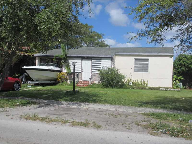 1841 Mayo St, Hollywood, FL 33020 (MLS #A10163954) :: United Realty Group