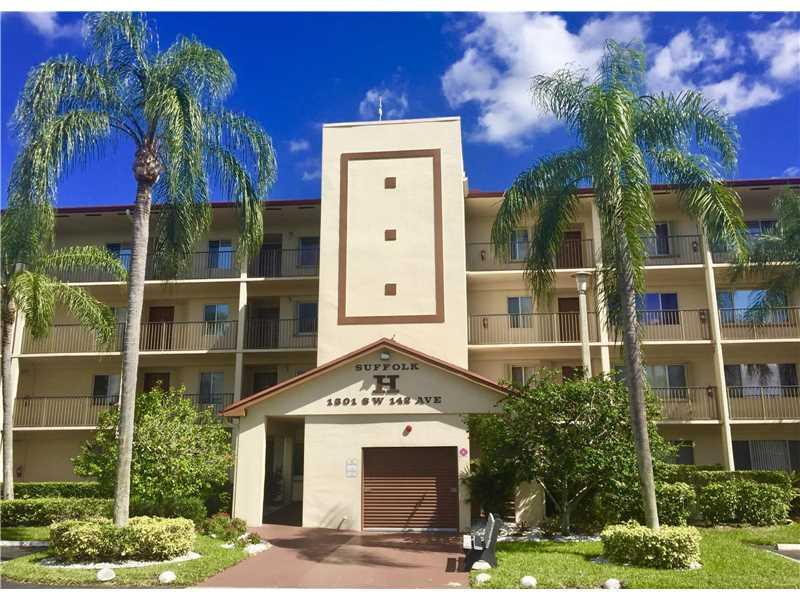 1301 SW 142nd Ave 208H, Pembroke Pines, FL 33027 (MLS #A10165981) :: United Realty Group