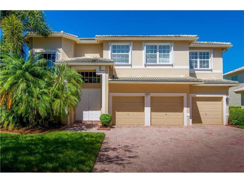 16765 NW 14th Ct, Pembroke Pines, FL 33028 (MLS #A10167839) :: United Realty Group
