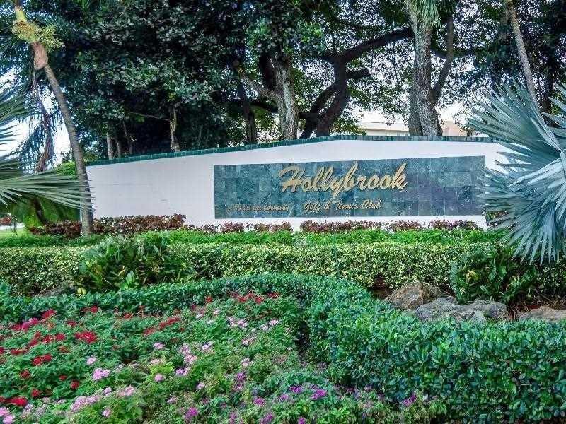 9720 S Hollybrook Lake Dr #201, Pembroke Pines, FL 33025 (MLS #A10168701) :: United Realty Group