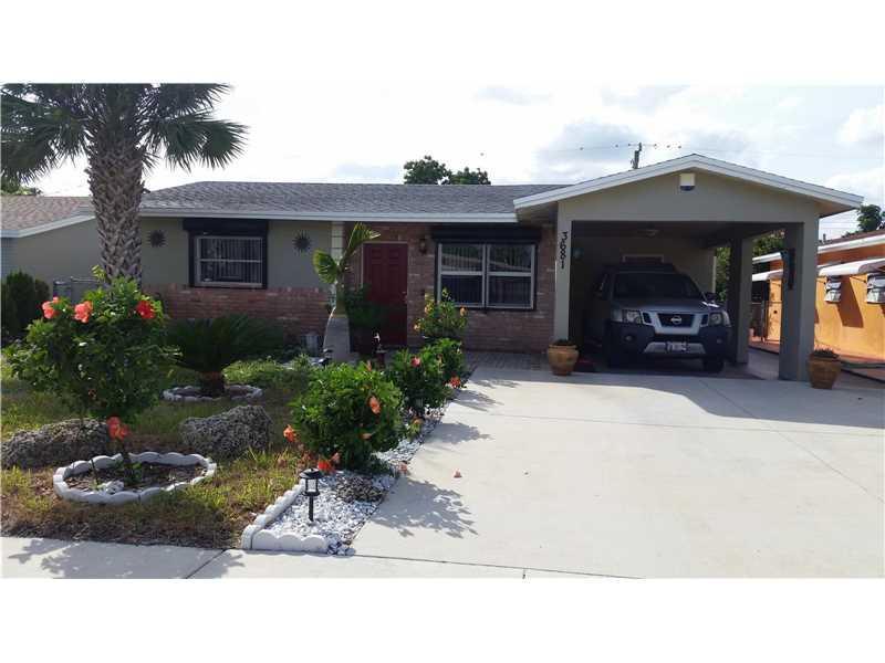 3681 NE 13 AV, Pompano Beach, FL 33071 (MLS #A10169035) :: United Realty Group