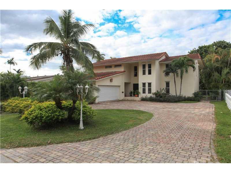 1942 NE 119th Rd, North Miami, FL 33181 (MLS #A10169126) :: United Realty Group