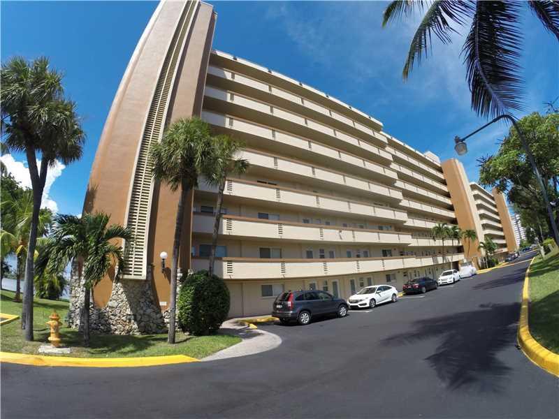 1175 NE Miami Gardens Dr #211, North Miami Beach, FL 33179 (MLS #A10171035) :: United Realty Group