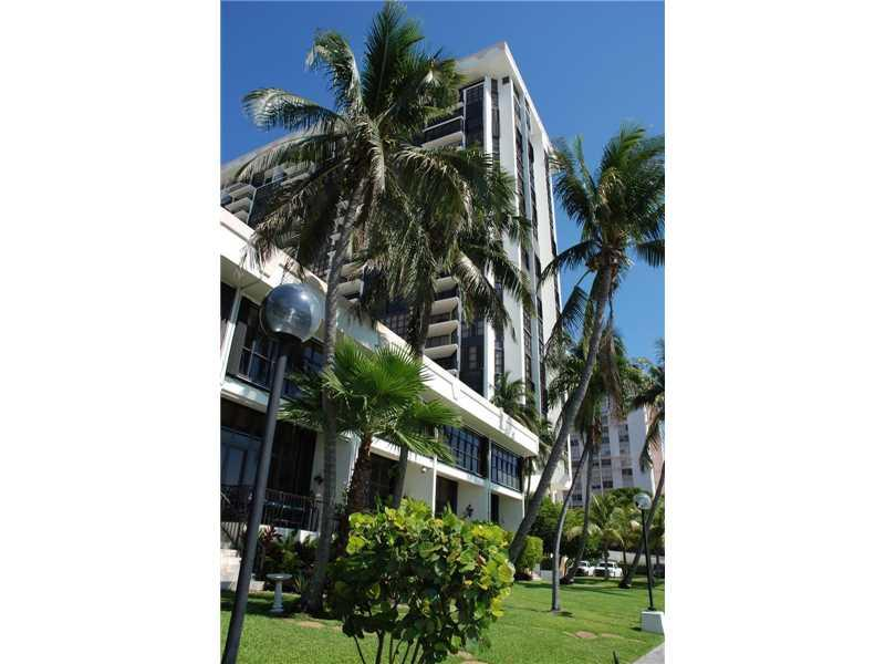 1865 Brickell Ave A1009, Miami, FL 33129 (MLS #A10171886) :: United Realty Group