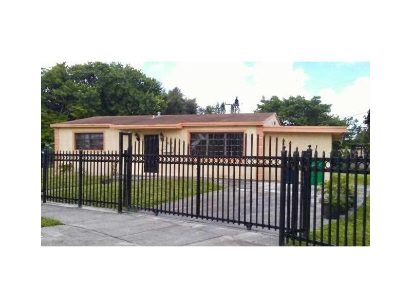 18110 NW 25th Ave, Miami Gardens, FL 33056 (MLS #A10174755) :: United Realty Group